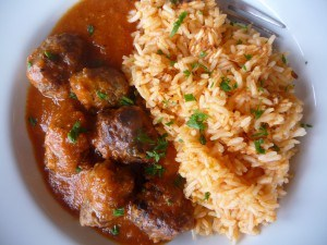 Kafta bi'l Ruzz, Rice pilaf with seasoned meatballs