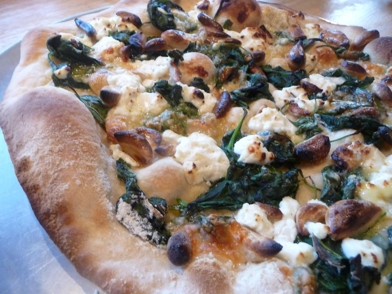 ZombiePizza-tongue Pizza con Spinaci e Aglio Arrosto (Zester)