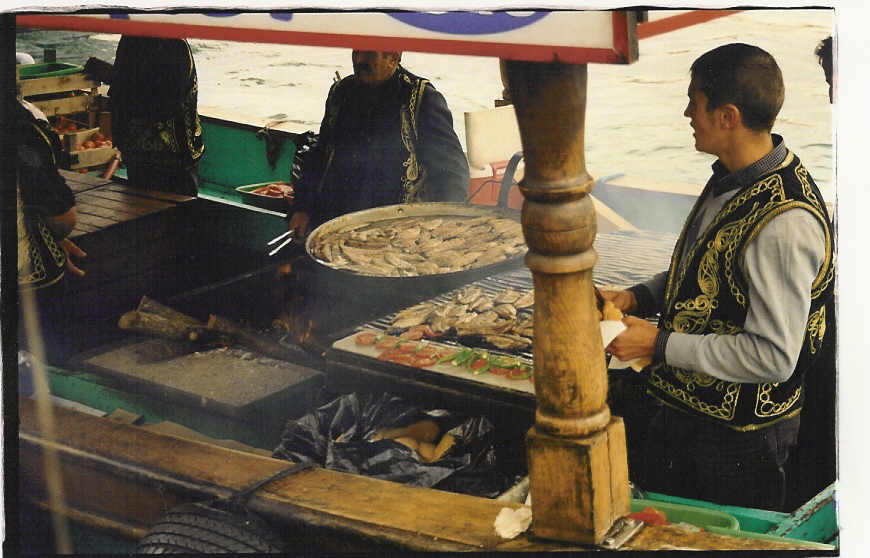 Istanbul-fried mackerel at Galata bridge (00)